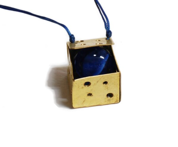 Cube Necklace Blue 600x497 - valora image