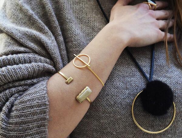 bracelets 2 600x456 - valora image